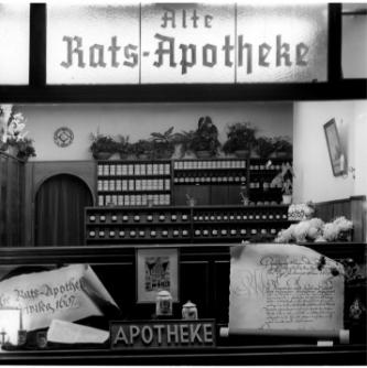 Schaufenster Alte Rats-Apotheke, 1951